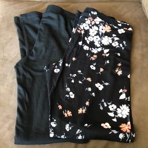 NWT 2 pairs of Size M cotton leggings